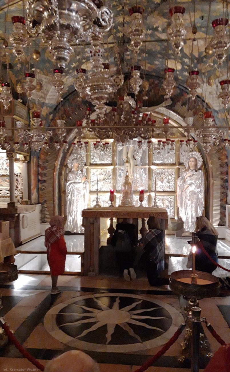 Fot. Wnętrze Bazyliki Grobu Pańskiego. Golgota. Miejsce ukrzyżowania Jezusa Chrystusa